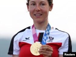 Анна Кизенхофер олимпиада алтынын алған сәт. Токио, 25 шілде 2021 жыл.