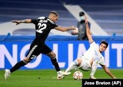 Champions League. Jucător de la Sheriff atacând pe Bernabeu