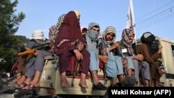 شماری از افراد گروه طالبان در شهر کابل