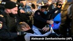 Шаардык полиция жалпысынан 130дан ашык киши кармалганын билдирди.