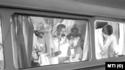 Rendelés a Szabolcs-Szatmár Megyei Tanács mozgó fogászati szakrendelőjében 1963-ban
