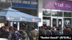 Навбат барои харидани билети ҳавопаймо. Шаҳри Душанбе, 31-уми марти 2021