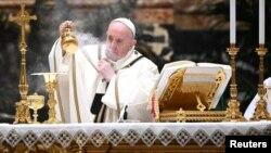 Папата Франциск на годинешната бадникова служба во Ватикан