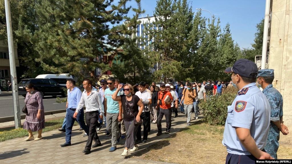 Шествие демонстрантов в Алматы, 18 сентября 2021 года