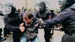 В Москве массово задерживают протестующих (видео)