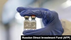 """Русия ваксина ба зидди бемориро """"Спутник В"""" ном гузоштаанд."""