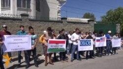 В Бишкеке пикетировали Посольство Таджикистана