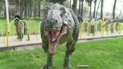 Дандонҳои динозаври Душанберо кӣ шикаст?
