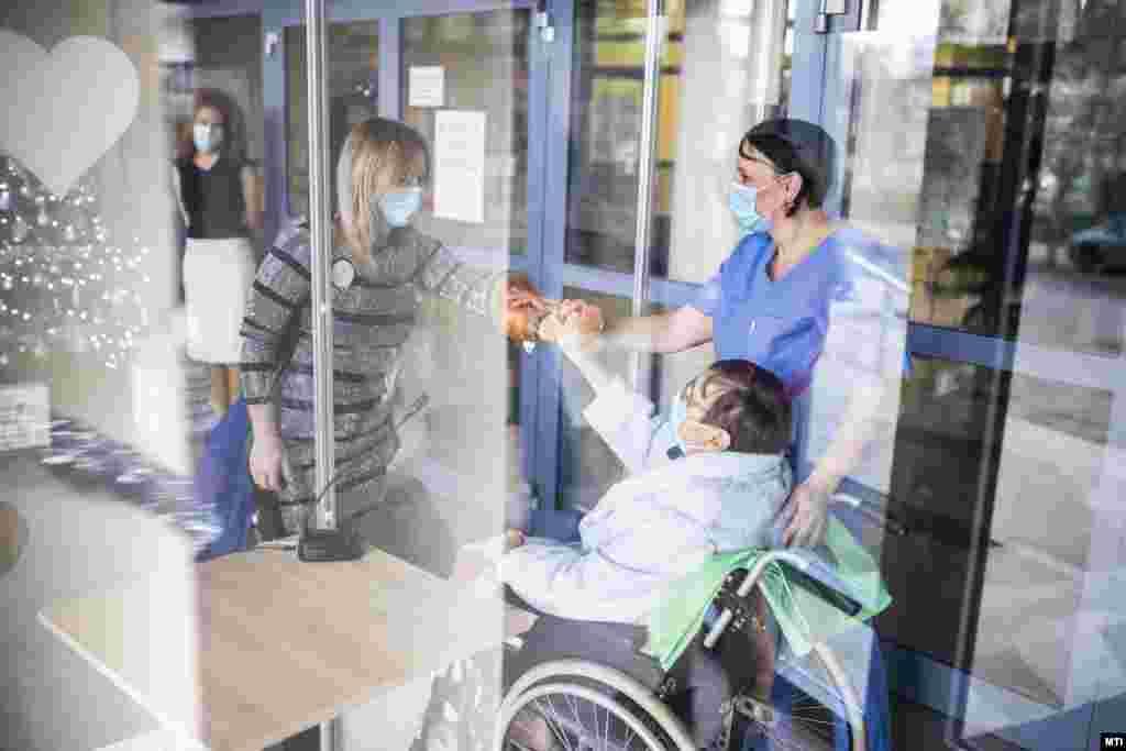 Szívünk kamrájának hívják a Gottsegen György Országos Kardiológiai Intézetben kialakított termet, ahol a betegek biztonságos körülmények között találkozhatnak a hozzátartozóikkal.