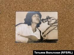 """Виктор Цой. Фотография на выставке """"Фестиваль Ленинградского рок-клуба"""""""