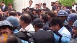 Pakistani PM Gilani Leaves Court After Guilty Verdict