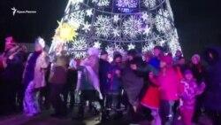 Українські колядки та пісня про Керченський міст – в Сімферополі гуляють на «старий новий рік» (відео)