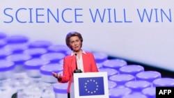 Председателката на Европейската комисия Урсула фон дер Лайен на пресконференция след среща с представители на Pfizer