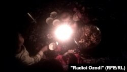 Мушкили бебарқӣ солҳо боз гиребонгири Тоҷикистон аст