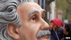 دکتر محمود حسابی شاگرد ایرانی آلبرت اینشتاین در چنین روزی به دنیا آمد