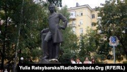 Пам'ятник меценату Олександру Полю у Дніпрі