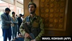 Авганистанските сили ги чуваат џамиите.