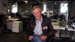 """""""Почем у вас букетик?"""" Волонтер Немцова моста – о зачистках мемориала"""