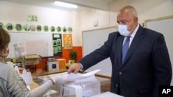 د بلغاریا صدراعظم بویکو بوریسوف په پارلماني ټاکنو کې د رأی ورکونې پر مهال