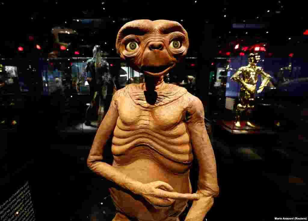 Itt van teljes életnagyságban E.T. is