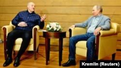 Александр Лукашенко и Владимир Путин во время встречи в Сочи, 22 февраля 2021 года