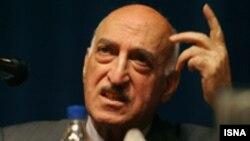 داوود هرمیداس باوند، استاد روابط بینالملل دانشگاه تهران.