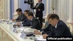 Медведев Белгечләр шурасы белән ДСОга кушылу турында киңәшләшә