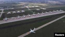 Военный аэродром во время учений российских ВВС в порту Таганрога, что на Азовском море. Апрель 2021 года