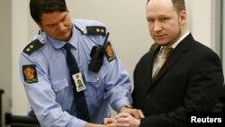Андерс Брейвик на слушаниях в суде