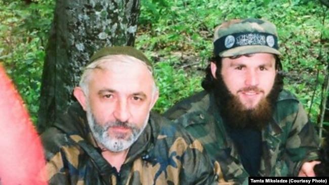 Na nedatiranoj slici, Zelimhan Hangošvili (desno) pored Aslana Mashadova (levo) koji je kratko bio predsednik Čečenije 90-ih godina.