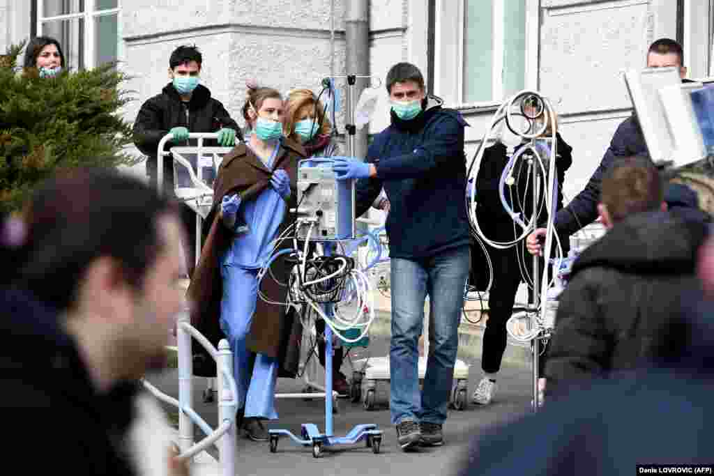 Medical staff and volunteers evacuate a maternity hospital in Zagreb on March 22, after an earthquake hit the country at 6 a.m. (AFP/Denis Lovrovic)