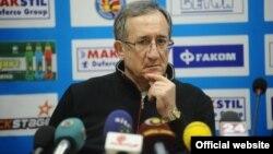 Лино Червар, тренер на ракометниот клуб Металург.