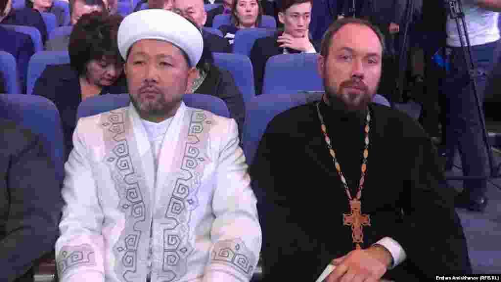 В отчетной встрече акима Астаны с населением участвовали и представители духовенства.