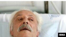 جمشید مشايخی از اوایل هفته جاری به دليل عارضهی انسداد روده در بيمارستان آتیه بستری شده است