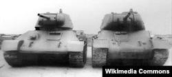 Модификации танков Т-34 - слева модель 1943 года, справа 1941 года