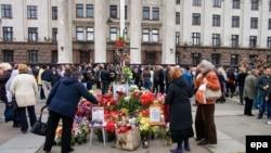 Возложение цветов у Дома профсоюзов, Одесса, 2 мая 2015 года