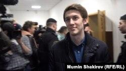 Егор Жуков перед судебным заседанием