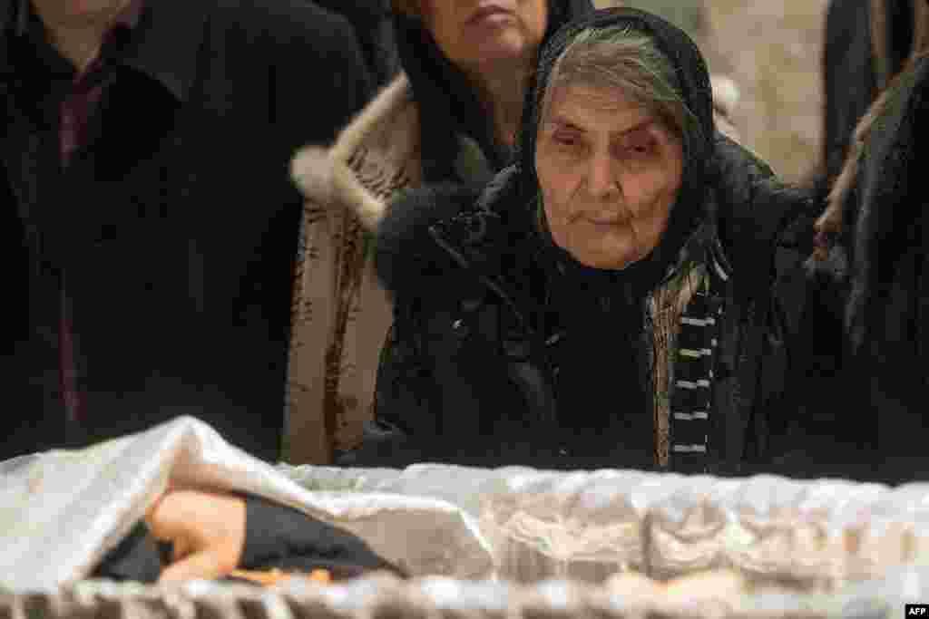 Dina Eidman, 87, Nemtsov's mother, pays her respects at her son's coffin.