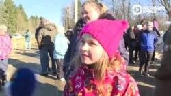 «Это не была угроза». Девочка Таня из Волоколамска о протестах и своей розовой шапке