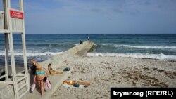 Пляж в Феодосии, иллюстрационное фото