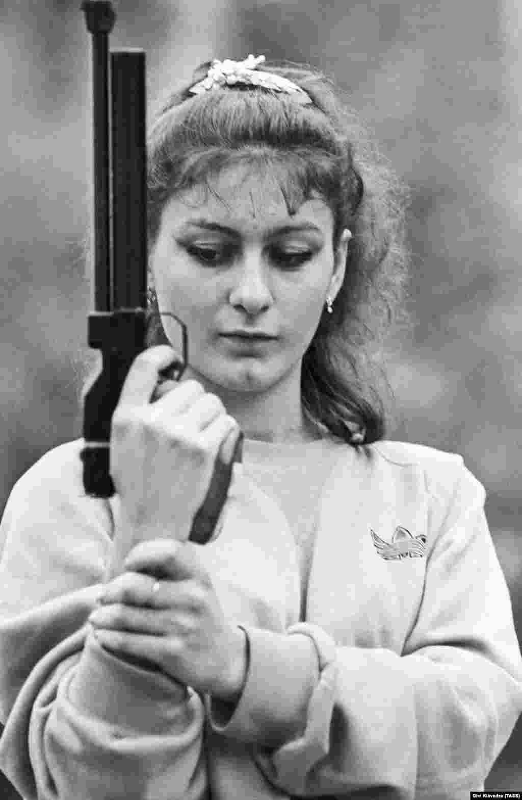 Уже на своих первых Играх (Сеул-1988) еще в составе сборной СССР Салуквадзе выиграла две медали в пулевой стрельбе из пистолета: золото и серебро.