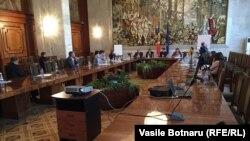 """Atelierul """"Mass-media între informare și manipulare"""" din cadrul Forumului mass-media de la Chișinău, 28 octombrie 2015."""