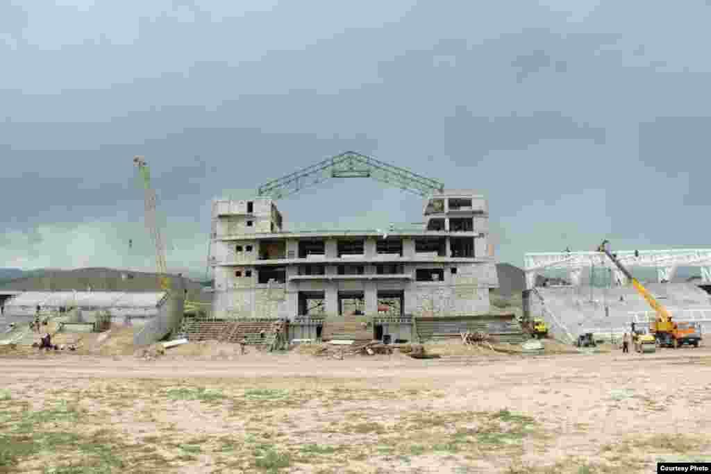 Нынешняя стройка считается вторым этапом строительства ипподрома в Иссык-Кульской области для проведения Всемирных игр кочевников