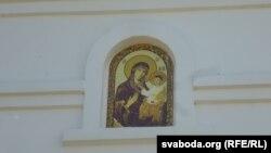Цудадзейны абраз Баркалабаўскай Маці Божай на ўваходнай браме манастыра