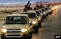 """Колонна боевиков """"Исламского государства"""", базирующихся в Ливии"""