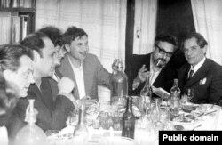 Борис Чичибабин в день рождения Генриха Алтуняна, середина 1970-х