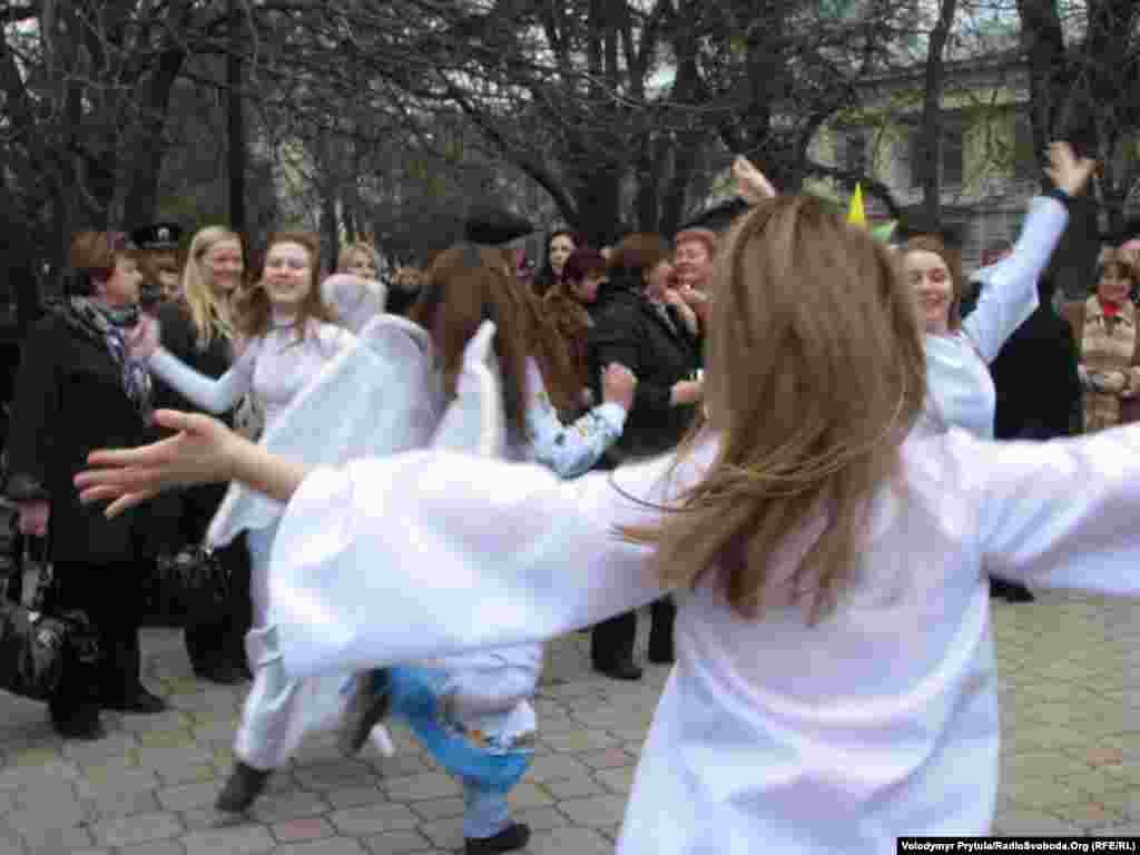 …і танцюють