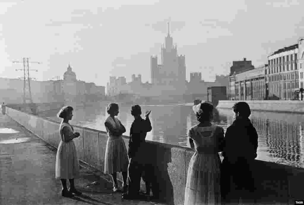 Kotelnicheskaya Embankment Building on a hazy summer day in 1958. The building had been completed six years before, partly using the forced labor of prisoners.