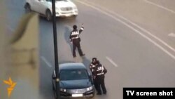 A screen shot from the RFE/RL video of traffic police stops on outskirts of Baku on December 31 that led to the firing of three sergeants allegedly involved.
