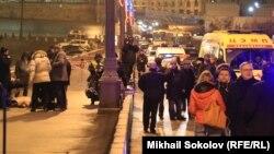 Михаил Касьянов и Илья Яшин на месте убийства Бориса Немцова
